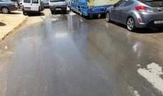 سكان بلدة تول بالنبطية طلبوا مساعدتهم للتخلص من مياه المجارير بالشوارع