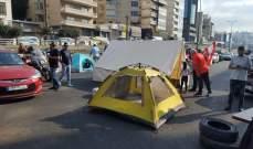 تدافع وتلاسن بين القوى الامنية والمحتجين على مخلفية فتح الطريق في جونيه
