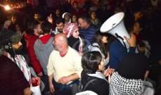 تجمع عدد من المتظاهرين امام مصرف لبنان في الحمرا