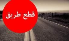 النشرة: قطع الطريق عند مدخل مخيم نهر البارد بالإطارات المشتعلة