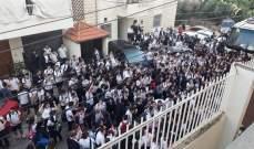 طلاب ثانوية غزير الرسمية أقفلوا مداخل المدرسة رافضين الدخول إلى صفوفهم