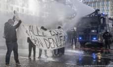 الشرطة الألمانية استخدمت مدافع المياه لفض تجمع مناهض لتدابير العزل العام في فرانكفورت