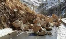 النشرة:إنهيار صخري كبير بسبب العاصفة أدى لقطع الطريق بين قاع الريم وزحلة