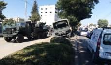 اصطدام شاحنة بالجزيرة الوسطية على اوتوستراد زحلة والاضرار مادية