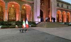 ماكرون يجتمع برؤساء الأحزاب والكتل النيابية في قصر الصنوبر بهذه الأثناء