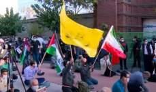 محتجون أحرقوا علم فرنسا وصور ماكرون أمام السفارة الفرنسية في طهران