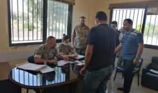 الجيش واصل توزيع المساعدات المالية بعكار ومختار ببنين شكر جهوده