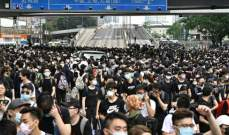 مئات المحتجين يشاركون بمسيرة بهونغ كونغ اعتراضا على تأجيل الانتخابات