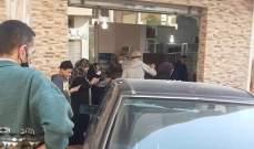 سيارة اقتحمت صيدلية ببلدة عدلون بعد فقدان السيطرة عليها والأضرار مادية