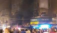 محتجون أشعلوا مواد حارقة عند الباب الحديدي لمدخل مخفر التل والجيش عمل على تفريقهم