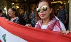 مجموعة من الحراك تعتصم امام مبنى ديوان المحاسبة في القنطاري