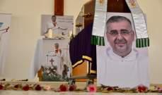 تشييع الأب اللبناني يوسف يوسف في دبي بعد وفاته بكورونا