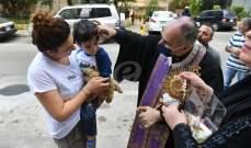 """تطواف لجماعة """"يسوع خبز الحياة"""" في برج حمود وسن الفيل وتبريك للمياه في النبعة"""