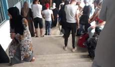 النشرة: ازدحام كثيف داخل أحد المدارس التابعة للأونروا في مخيم عين الحلوة