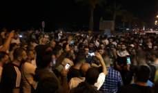المتظاهرون ينتشرون بكثافة في شارع المصارف وأمام وزارة الاتصالات