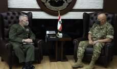 قائد الجيش عرض مع ماكينزي العلاقات بين الجيشين