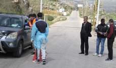 النشرة: عناصر من الشرطة باتحاد بلديات العرقوب أقامت حواجز توعية للتنبيه على ضرورة التقيد بإجراءات مكافحة كورونا