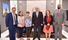 مخزومي التقى جيرار: لتأمين عودة إنسانية للنازحين تراعي القوانين الدولية