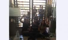 """إخلاء سبيل 3 من المحتجين الذين اقتحموا مبنى """"جمعية المصارف"""" في الجميزة"""