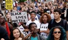 مظاهرة بمدينة شيكاغو بالتزامن مع ذكرى مقتل شاب أسود على يد شرطي أبيض