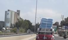 سيارة تحمل الفرش على سطحها دون اتخاذ اي اجراء بحقها