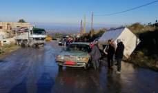 إنزلاق شاحنة باطون على طريق عام عيات عكار