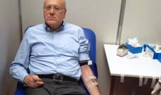 ميقاتي تبرّع بالدم للجيش: أقل ما يمكن تقديمه له هو قطرة من دمنا