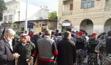 اعتصام أمام سراي حلبا وليبان بوست والمراكز الرسمية واقفال لمحال الصيرفة في المدينة