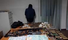 الشرطة القضائية توقف مطلوبا وتضبط كمية كبيرة من الأسلحة العائدة له