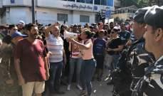 النشرة: متظاهرون حاولوا اقتحام فرع مصرف لبنان في صور