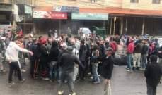 النشرة: قطع طريق نهر البارد وحشود شعبية بعد وفاة الطفل محمد وهبه