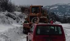 اجلاء عائلات حاصرتها الثلوج في مرجحين الهرمل