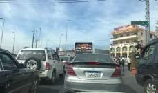 أصحاب الفانات تجمعوا عند مستديرة أبلح وقطعوا الطريق في ساحة شتوره