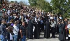 بدء مسيرة للقربان المقدس بدير مار مارون عنايا من المحبسة الى الكنيسة