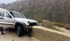 النشرة: إرتطام سيارة بالحاجز الاسمنتي بجانب طريق تل النحاس بالنبطية