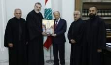 """الرئيس عون تسلّم النسخة الأولى من أيقونة """"والدة الاله سيدة لبنان"""" والتقى بستاني"""