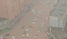 وفاة12 شخصاً بسبب سيول غزيرة في مترو أنفاق بمدينة تشنغتشو الصينية
