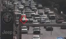 التحكم المروري: تعطّل مركبة على أوتوستراد نهر الموت وحركة المرور كثيفة