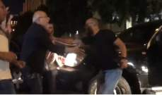 النشرة: فيديو يظهر شهيب وهو يحاول منع مرافقيه من اطلاق النار بوسط بيروت