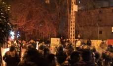 النشرة: توتر في ساحة ايليا بسبب منع الجيش المتظاهرين من قطع الطريق