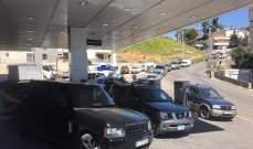 النشرة: ازدحام سيارات أمام محطات المحروقات في زحلة والعشرات رفعت خراطيمها