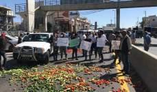 النشرة: قطع طريق عام أبلح- الفرزل من قبل مزارعين احتجاجا على تهريب المنتجات السورية