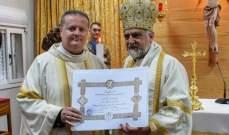 البطريرك يوسف عبسي يمنح وسام صليب اورشليم المذهب للجنرال آبانيارا