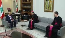الرئيس عون التقى السفير البابوي لدى لبنان والقائم بأعمال السفارة البابوية