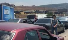 اصحاب السيارات العمومية التي تعمل على المازوت قطعوا طريق طرابلس بيروت عند نقطة البالما