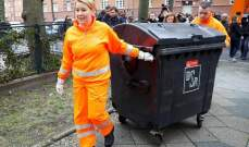 وزيرة ألمانية تشارك عمال النظافة في جمع القمامة في اليوم العالمي للمرأة