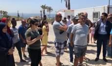 أصحاب الخيم البحرية بمنطقة الجمل صور احتجوا على إقفال البلدية لمدخلها