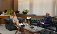 وزيرة الإعلام عرضت مع سفير الارجنتين العلاقات وتعزيز التعاون الاعلامي