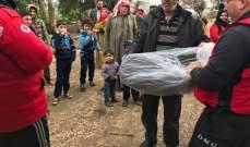 الصليب الأحمر وزع حرامات على النازحين في مخيمات سهل عكار