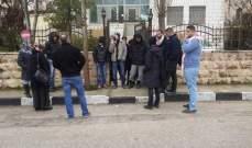ناشطون فلسطينيون يغلقون مقر الصليب الأحمر في الضفة الغربية